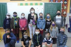 8.6. 2020 Gratulace paní učitelce - 4. třída